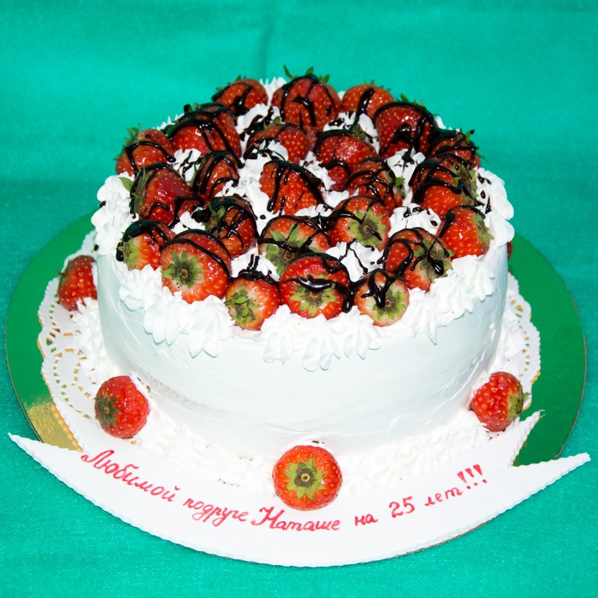 Украшение тортов клубникой фото
