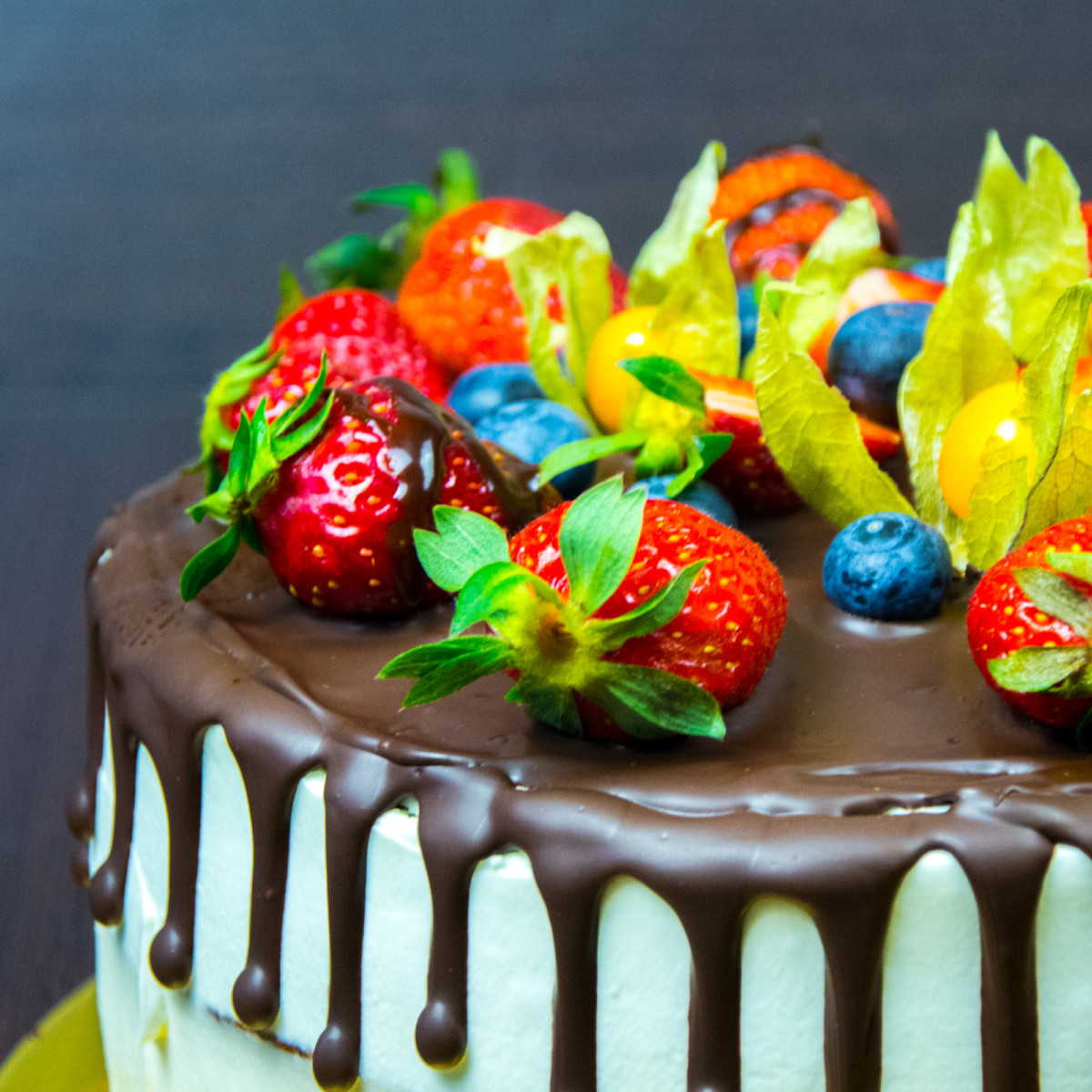 Украшение торта физалисом фото